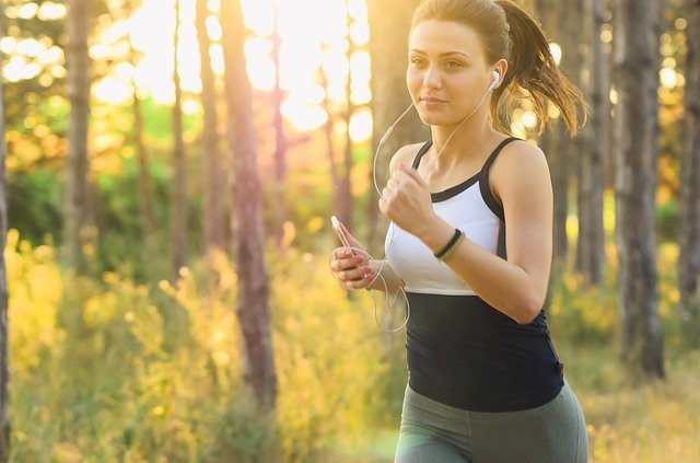 Is It A Good Idea To Listen to Music When You're Running?