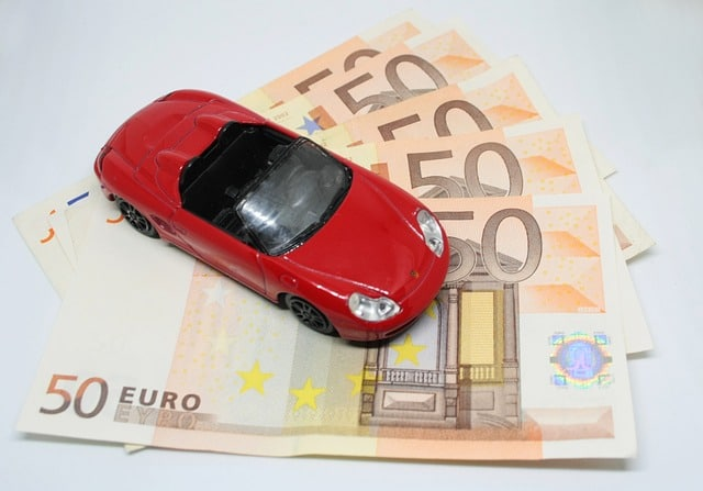 Buying Motor Insurance Online Vs Offline – What's the Difference?
