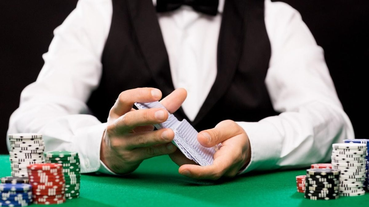 What games can you play at an online live casino?