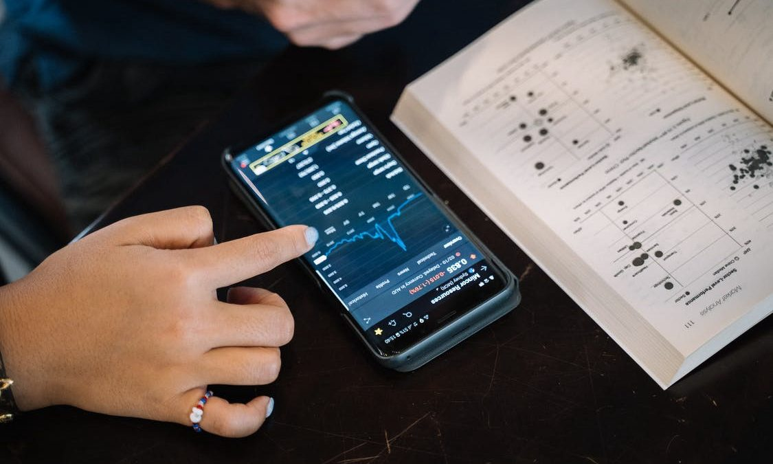How Technonolgy and Apps Are Changing Investing
