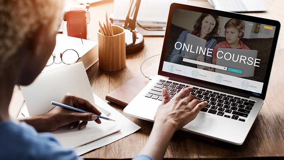 Advantages and Disadvantages When You Take an Online Course