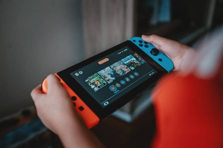 Which Handheld Gaming Device Best Suits Your Needs?
